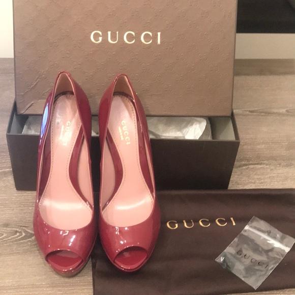b09b5b5f425 Gucci Tibet Vernice Crystal Pump 37.5 NIB